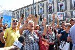 """Salvini in municipio a Catania, i manifestanti protestano a suon di """"buffone"""" - Foto"""