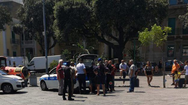 ambulanti abusivi, piazza duomo messina, Messina, Sicilia, Cronaca
