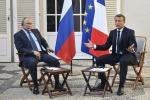 Macron vede Putin, prove di dialogo alla vigilia del G7
