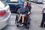 Disagi per i disabili a Capo d'Orlando, l'sos di una madre: «Quelle auto bloccano Andrea»