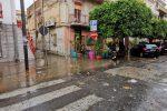 Bomba d'acqua a Patti, disagi e allagamenti: tombini saltati e strade chiuse