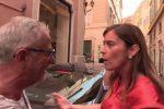 """Accordo M5S-Pd, la Boschi contestata da un passante: """"Non vi vergognate?"""" - Foto"""