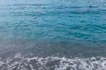 Chiazza d'olio in mare, a Bonifati allarme dei bagnanti