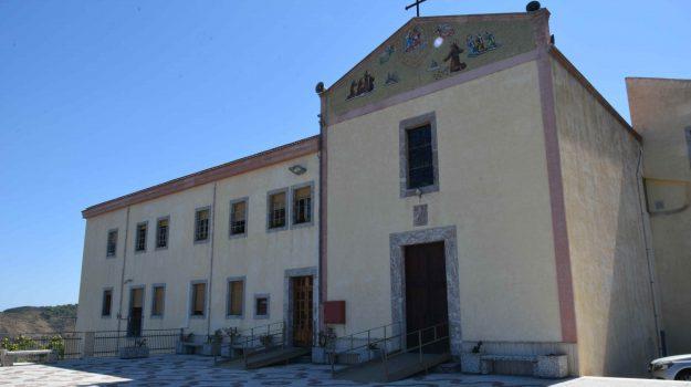 calo vocazioni, chiudono i conventi, Messina, Sicilia, Società