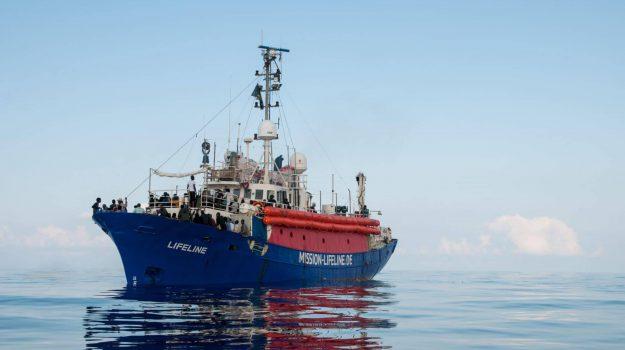 migranti, Ong tedesca Lifeline, Claus-Peter Reisch, Sicilia, Mondo