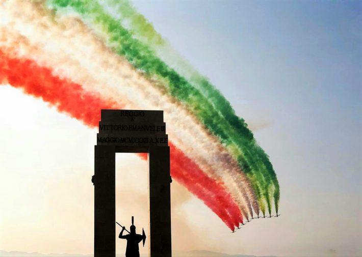 Frecce Tricolori 2020 Calendario.Frecce Tricolori Sullo Stretto Di Messina In Volo Anche Un