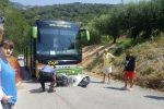 Scontro tra un pullman e una Vespa a Joppolo, motociclista ferito - Foto
