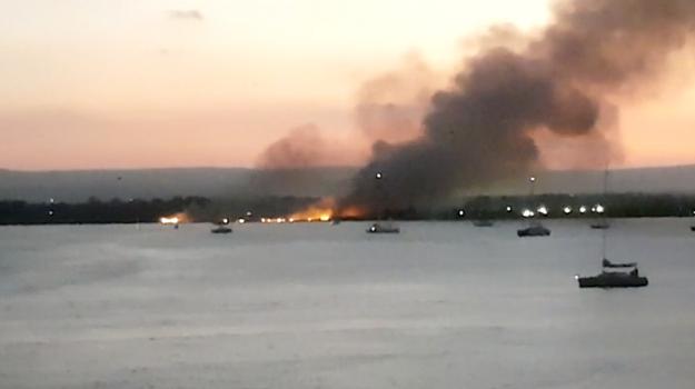 incendio Saline di Siracusa, Sicilia, Cronaca