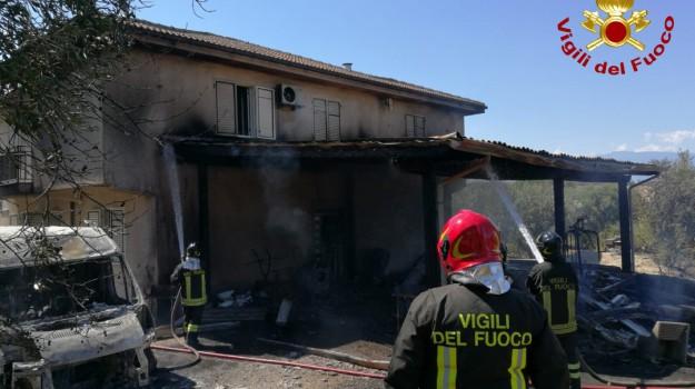 capannone, incendio San Marco Argentano, Cosenza, Calabria, Cronaca