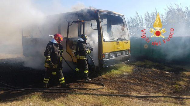 incendio falerna, scuolabus in fiamme Falerna, Catanzaro, Calabria, Cronaca