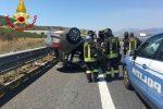 Auto si ribalta sull'A2 tra Altomonte e Firmo, interviene il 118