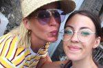 Katy Perry, vacanze a Panarea e scatti con i fan