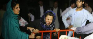 Attacco kamikaze in un banchetto nuziale a Kabul, è strage: almeno 63 morti