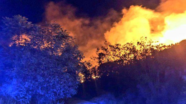 acquacalda, incendio lipari, quattropani, Messina, Sicilia, Cronaca