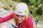 """La Hunziker raccoglie una stella alpina, il web tuona: """"Andrebbe multata"""""""