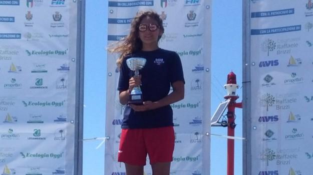 Traversata dello Stretto, sul podio una nuotatrice della ...
