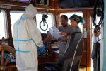 """Migranti, ispezione sulla Open Arms: """"Nessuna emergenza sanitaria"""". La Spagna offre un porto"""