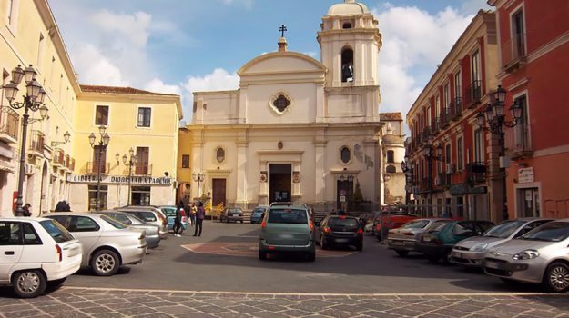 Piazza Duomo Crotone, viabilità Crotone, Catanzaro, Calabria, Cronaca