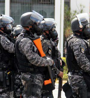 Brasile, uomo armato tiene in ostaggio 18 passeggeri su un bus: ucciso dalla polizia
