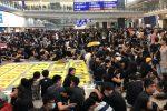 Proteste a Hong Kong, migliaia di manifestanti contro il governo: cancellati tutti i voli