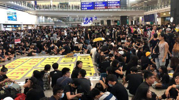 aeroporto di Hong Kong, proteste a Hong Kong, Sicilia, Mondo