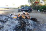 Brucia rifiuti causando fumi sgradevoli, denunciato il titolare di un villaggio a Santa Caterina