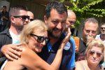 Salvini a Taormina, in spiaggia fra selfie e crisi di Governo - Foto
