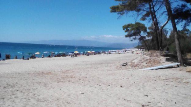 malore in spiaggia, ragazza morta simeri, Catanzaro, Calabria, Cronaca