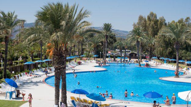 abuso edilizio e lavoratori in nero, sequestrato il Tindari Resort, Messina, Sicilia, Cronaca