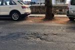 Buche, asfalto dissestato e radici: tutti i disagi del viale Italia a Messina - Foto