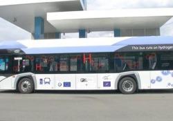 A Bolzano bus di linea «ad acqua» I bus elettrici (a idrogeno e batterie) per il trasporto pubblico locale hanno un'autonomia di 350 chilometri - CorriereTV