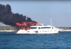 A fuoco lo yacht di lusso: in salvo 15 persone L'imbarcazione di 33 metri divorata dalle fiamme al largo dell'isola spagnola di Maiorca - CorriereTV
