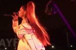 Ariana Grande canta a Manchester, il ritorno nella città a due anni dall'attentato