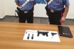Aveva in auto una pistola mitragliatrice, arrestato a Crotone
