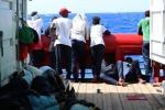 Ok allo sbarco di bimbi e malati dalla Mare Jonio, a Lampedusa arrivati altri 78 migranti