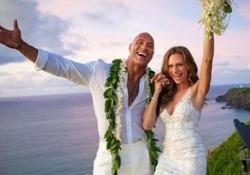 Dwayne Johnson «The Rock» si è sposato alle Hawaii: le immagini del sì sui social Dwayne The Rock Johnson e Lauren Hashian si sono sposati dopo 12 anni d'amore - Ansa