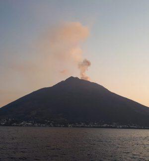 """Stromboli, misurata la """"memoria"""" del vulcano per stimare le possibili eruzioni"""