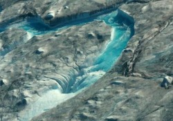 Groenlandia: le alte temperature hanno fatto riversare in mare 12 miliardi di tonnellate d'acqua (in un solo giorno) - Video Gli effetti (drammatici) dello scioglimento dei ghiacci in Groenlandia a causa anche dell'eccessivo rialzo delle temperature - CorriereTV