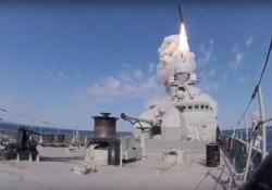 I nuovi missili di Putin: il potente «Kalibr» sparato dalla nave Il video delle esercitazioni nel Mar Nero diffuso dal Ministero della Difesa russo - CorriereTV