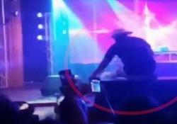 Il rapper Mystikal cade tra la folla mentre balla: concerto interrotto L'artista si stava esibendo al Ritz Ybor a Tampa - Ansa