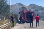 Uno degli incendi in provincia di Palermo
