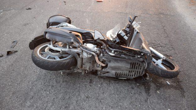 Scontro fra bus e scooter a Messina, le foto dell'incidente