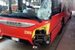 Violento impatto tra un autobus e una moto a Messina, grave un 27enne