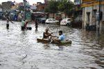 India messa in ginocchio dalle inondazioni: centinaia di morti e migliaia di sfollati