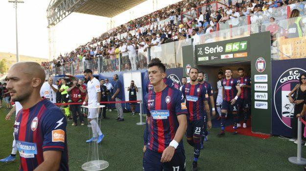 Lo spettacolo dello Scida e il saluto di Maxi Lopez: le foto del derby Crotone-Cosenza