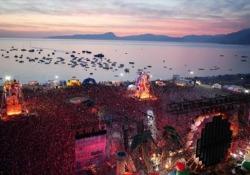 La festa più bella di Lorenzo Jovanotti nei litorali italiani Al Lungomare Area Dino Beach del Jova Beach Party - Corriere Tv