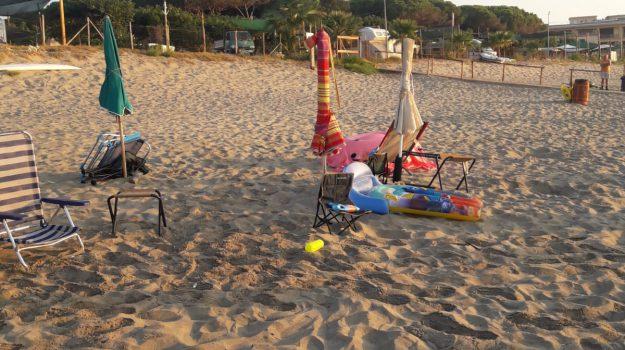 ombrelloni abusivi, roccelletta di borgia, Catanzaro, Calabria, Cronaca