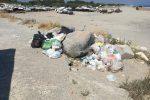 Catanzaro, la Sieco rimuove i rifiuti abbandonati in zona porto - Foto