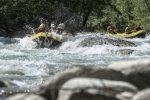 Resta incastrata tra le rocce mentre fa rafting, donna soccorsa a Papasidero