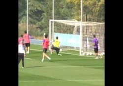 Real Madrid, James Rodriguez incanta in allenamento Le trattative con il Napoli sono in fase avanzata, ma James Rodriguez non manca di far sentire quanto la sua classe non sia superflua al Real Madrid - Dalla Rete